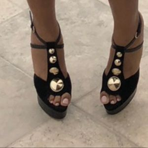 Black w gold strappy sandal! Fits like a true 10.